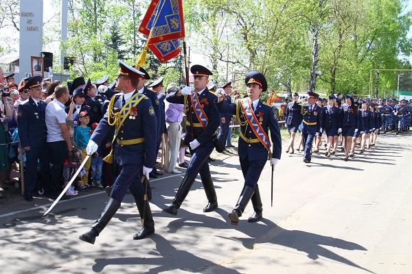 Завершился митинг праздничным шествием, в котором приняли участие парадные расчеты учреждений, подведомственных УФСИН России по Республике Мордовия.